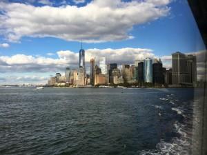 Lower Manhattan von der Staten Island Ferry aus gesehen.