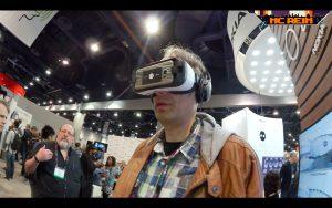 Michi mit VR-Brille! Und dann auch noch von Samsung. Skandal!