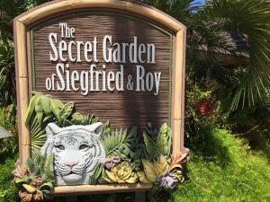 Im Secret Garden leben Delfine, weiße Tiger und Löwen.