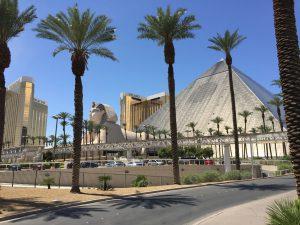 Das Hotel Luxor simuliert das alte Ägypten.