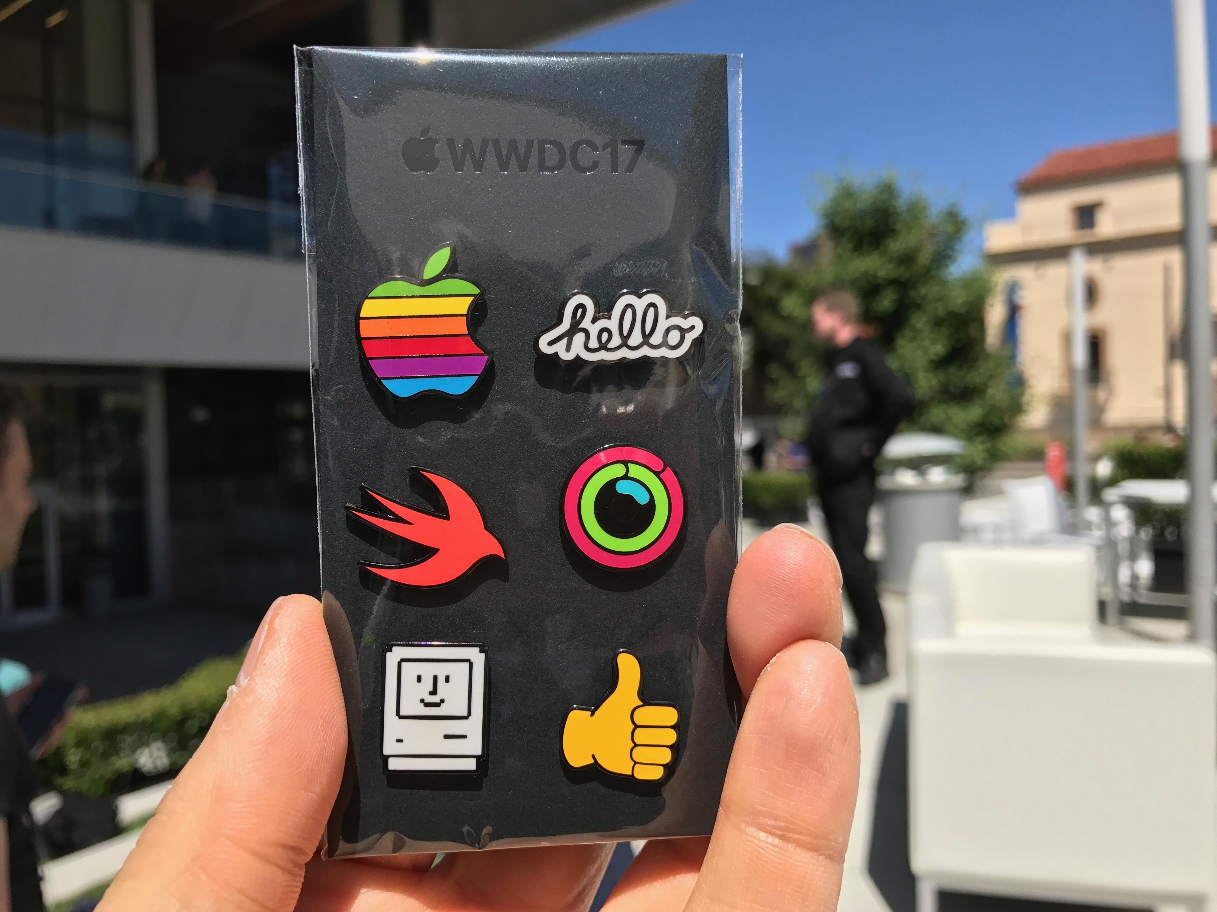 Schicke Sticker aus der Apple iMessage-App gab es als Geschenk noch obendrauf.