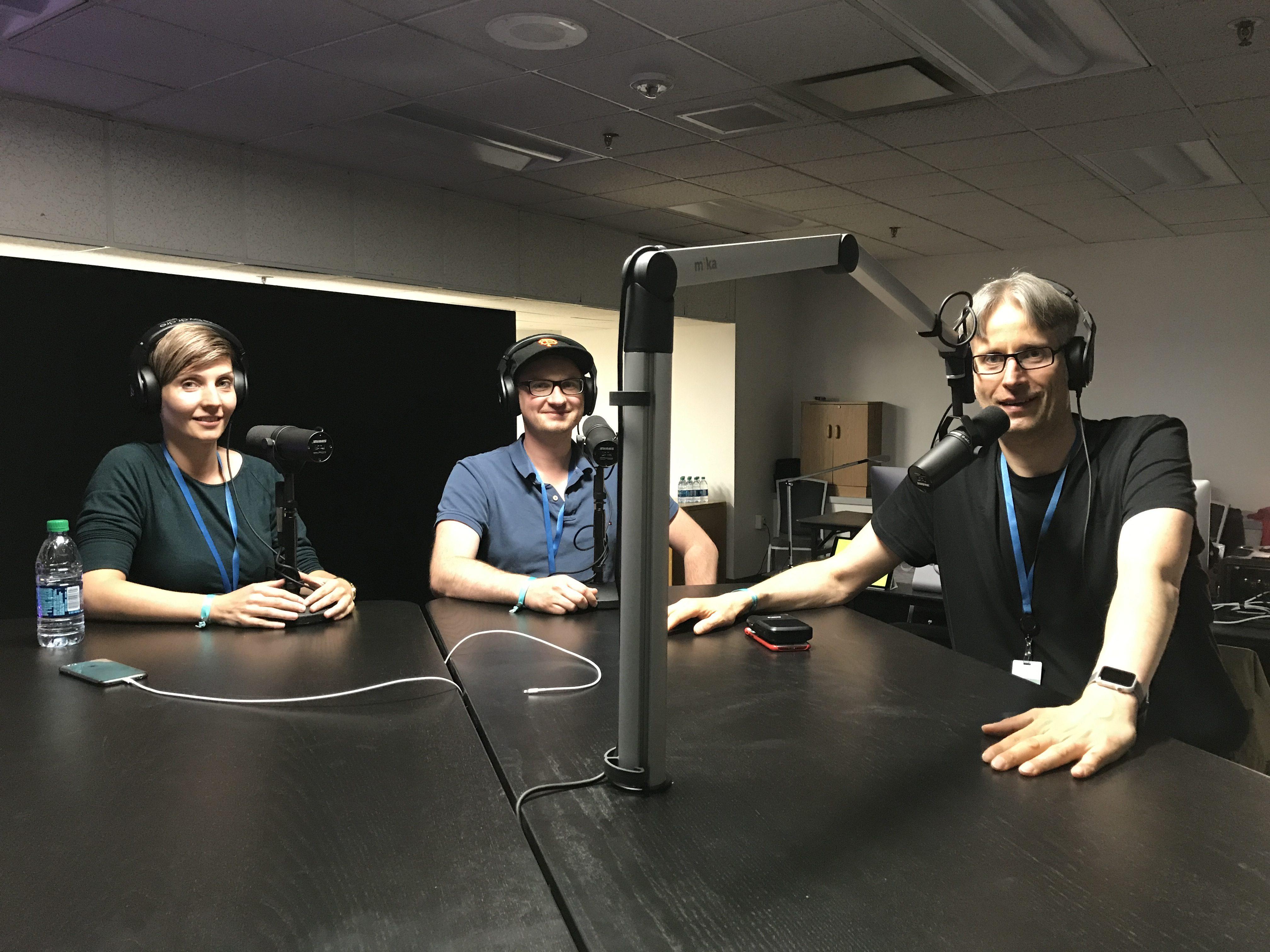 Carmen, Werner und Michael (v.L.) bei der Aufnahme des Podcasts.